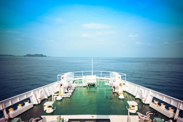 客船の舳先